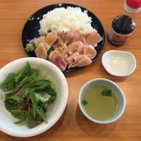 朝締め霧島鶏の鳥さし丼(サラダ、鳥スープ付き)