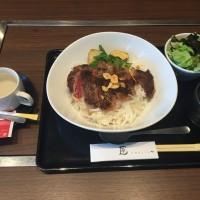 リブロースステーキ丼 スープ・サラダ・ドリンク付き