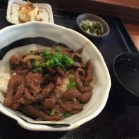 牛カルビ丼定食 小鉢、サラダ、お新香、みそ汁付