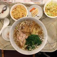 蒸鶏ラーメン定食 ラーメン・杏仁豆腐・サラダ・日替わり点心・中華冷菜・スープ・フルーツ