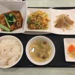 今月の一品:揚げ豆腐と豚肉入り四川風煮込み+B.木くらげと挽肉入り玉子炒め +小菜・ご飯・スープ・香の物