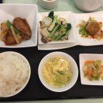 5月の一品:白身魚と毛羽先の醤油煮込み+C.鳥賊と野菜の粒マスタード炒め +小菜・ご飯・スープ・香の物