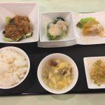 6月の一品:豚肉ロース肉の香り揚げオイスターソース+B.帆立貝と野菜のクリーム煮 +小菜・ご飯・スープ・香の物