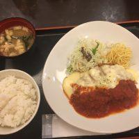 デミチーズチキンカツ定食 メイン・ご飯・お味噌汁(トマト)