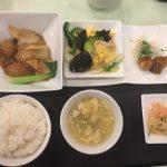 7月の一品:香菜入り肉団子と春雨の醤油煮込み+B.ゴーヤと木耳入り玉子炒め +小菜・ご飯・スープ・香の物
