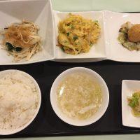 10月の一品:油カレイの蒸し物 葱生姜ソース+B.長芋入りニラと玉子の炒め +小菜・ご飯・スープ・香の物