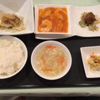 10月の一品:油カレイの蒸し物 葱生姜ソース+A.海老のチリソース +小菜・ご飯・スープ・香の物