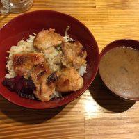 高原鶏モモ肉の西京焼き丼(ダブル乗せ) 高原鶏モモ肉の西京焼き丼、お味噌汁